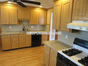 Medford Awesome 3 bed 1 bath on Hillsdale Road Located in Medford Tufts area  Tufts - $3,400