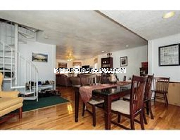 Incredible space in Medford with deck! - Medford - Tufts $2,350